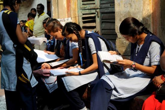 Education: बोर्ड परीक्षाओं की है तैयारी, स्कूल बंद तो टीवी पर कक्षाएं जारी
