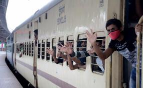 रेलवे ने 2.05 लाख टिकटों की बिक्री से 76 करोड़ रुपये से अधिक कमाए