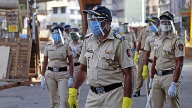 मुंबई: कोरोना से जान गंवाने वाले पुलिसकर्मियों के परिजनों को 65 लाख का मुआवजा