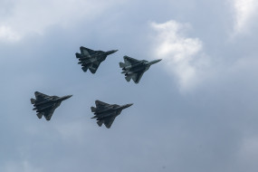 रूसी लड़ाकू विमानों ने अमेरिकी बमवर्षक विमानों को रोका