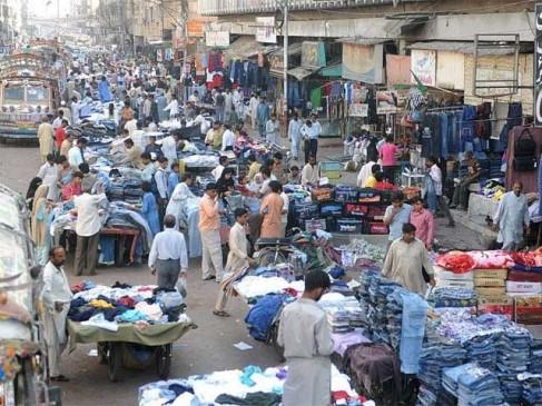 पाकिस्तान में शॉपिंग माल भी खुल गए, सार्वजनिक परिवहन भी बहाल