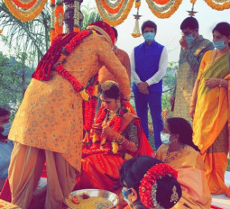 तेलुगु अभिनेता निखिल सिद्धार्थ ने लॉकडाउन में की शादी