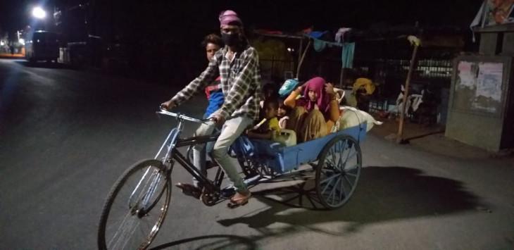 सामान ढोने वाले रिक्शे से 600 किमी का सफर कर गांव पहुंचा मजदूर