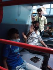 गुजरात से 1690 प्रवासी मजदूरों को लेकर बांदा पहुंची तीसरी श्रमिक ट्रेन