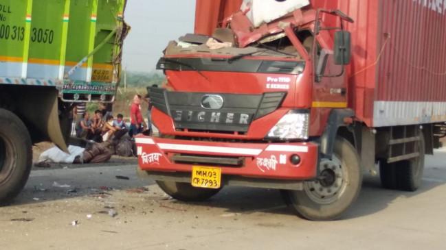 मजदूरों से भरा ट्रक माल वाहक से भिड़ा, 12 घायल