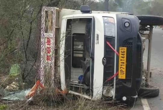 नरसिंहपुर में ट्रक पलटा, 5 मजदूरों की मौत