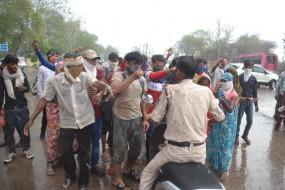 भड़के यूपी के मजदूर - शहर के अंदर नेशनल हाइवे पर जाम लगाकर किया हंगामा