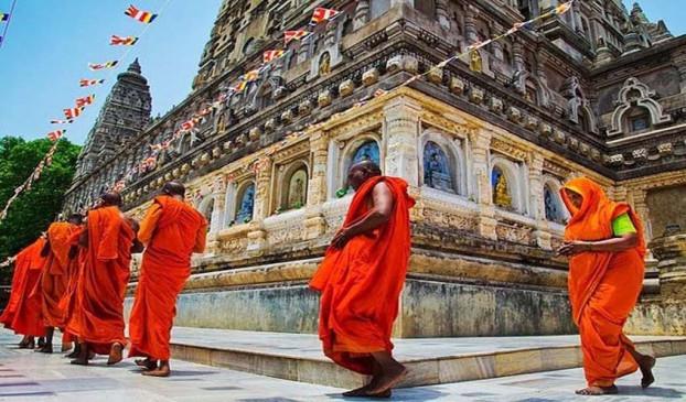 आस्था: क्यों लगाई जाती है मंदिर में परिक्रमा, जानिए हिन्दू शास्त्रों में क्या है नियम
