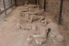 अजब-गजब: इटली के इस शहर में सालों पहले इंसान से लेकर जानवर तक सभी बन गए थे पत्थर, जानें क्या है वजह