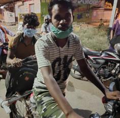 भले भूखे मर जाएँगे, लेकिन गाँव नहीं छोड़ेंगे, 4 दिन में सायकिल से तय किया 400 किमी का सफर