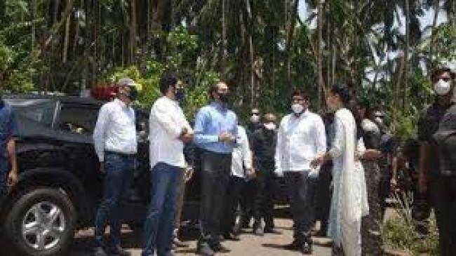 मुख्यमंत्री ने किया तूफान प्रभावित इलाके का दौरा, चक्रवात प्रभावित रायगड के लिए 100 करोड़