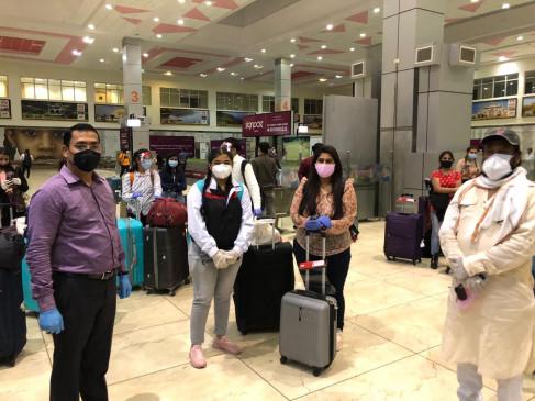 वंदे मातरम मिशन में रूस से लाए गए 145 विद्यार्थी, मुंबई का विमान हुआ रद्द