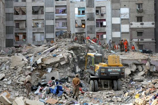 कराची में इमारत ढहने की घटना में मृतकों की संख्या 22 हुई