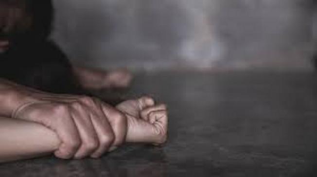 गर्भवती के साथ सामूहिक दुष्कर्म करने वाले 3 आरोपी गिरफ्तार, दिव्यांग से रेप करने वाला हॉस्टल अधीक्षक भी धराया