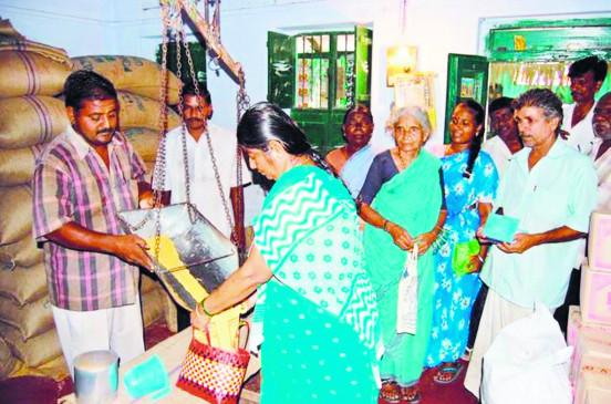राशन दुकान मालिक को 50 लाख का बीमा, दुकान में काम करने वाले भगवान भरोसे