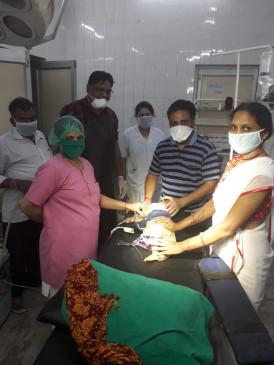 7 माह की बच्ची ने निगला लॉकेट, 3 डॉक्टरों की टीम ने ऑपरेट कर लौटाईं सांसें