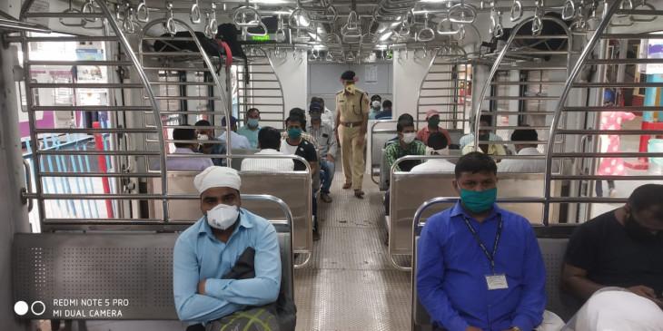 पटरी पर लौटी मुंबई की लाइफ लाइन, जरूरी सेवा से जुड़े कर्मचारी ही कर सकेंगे सफर, बैंककर्मी नाराज