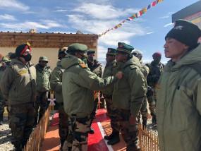 Ladakh: सेना प्रमुख ने पूर्वी लद्दाख का किया दौरा, अस्पताल में घायल सैनिकों से की बात