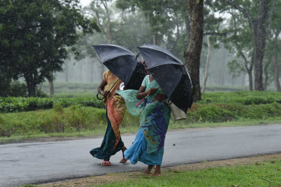 बिहार : इस बारिश में पटना को डूबने से बचाने नालों की उड़ाही का काम तेज