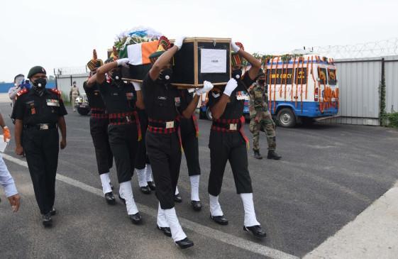 बिहार : शहीद सुनील की अंतिम यात्रा में उमड़े लोग, दी अश्रुपूर्ण विदाई