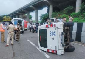 शरद पवार के काफिले की कार पलटी, पुलिसकर्मी चोटिल