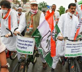 बिहार में पेट्रोल, डीजल की बढ़ती कीमत के विरोध में सड़क पर उतरी कांग्रेस