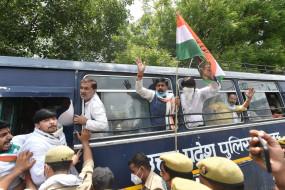 उप्र में प्रदेश अध्यक्ष की रिहाई के लिए कांग्रेस का प्रदर्शन, कई हिरासत में