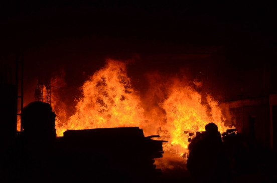 निर्माण भवन में लगी आग