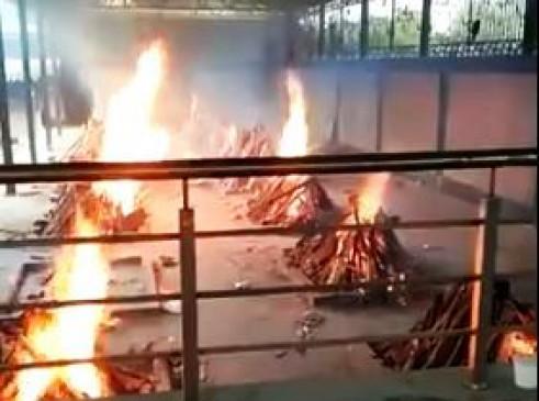 कोरोना से कोहराम: मरीजों के शवों से भरा दिल्ली का पंजाबी बाग श्मशान घाट, वीडियो में देखिए भयावह हालात