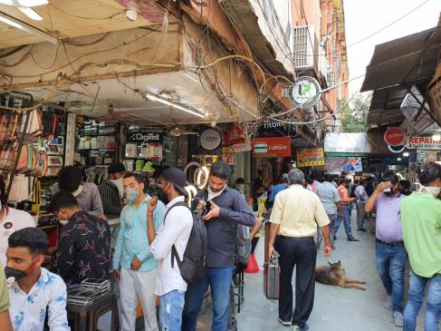 दिल्ली : करोलबाग के गफ्फार मार्केट में 80 फीसदी से ज्यादा चीनी सामान