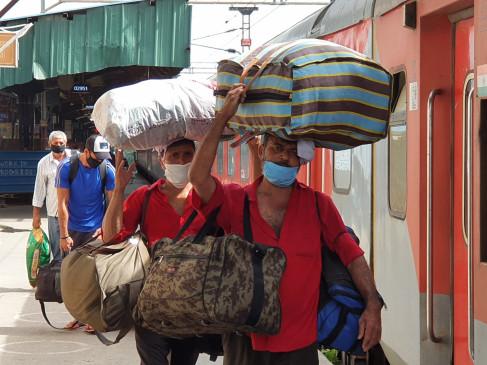दिल्ली : कोराना संक्रमण के बीच कुलियों की राह आसान नहीं