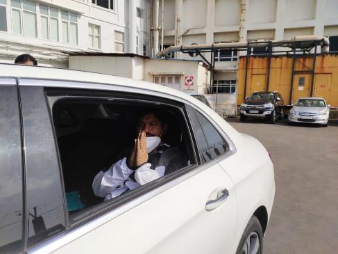 रिपोर्ट नेगेटिव आने के बाद धनंजय मुंडे को अस्पताल से मिली छुट्टी