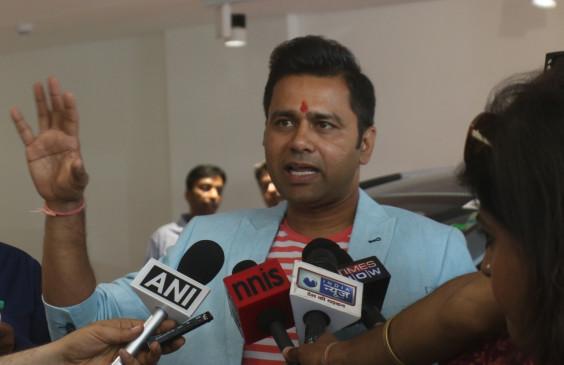 धोनी आकाश चोपड़ा की सर्वकालिक आईपीएल टीम के कप्तान