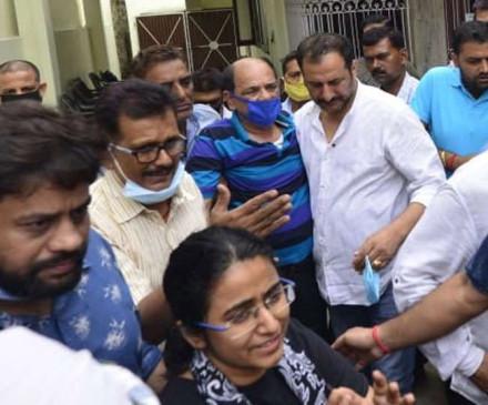 सुशांत की मौत पर खुलासा, पटना से मुंबई पहुंचे पिता ने दी मुखाग्नि