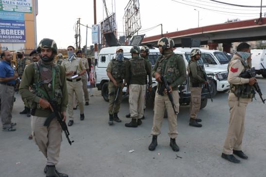 जम्मू-कश्मीर के पुलवामा में रहस्यमय विस्फोट से अफरा-तफरी