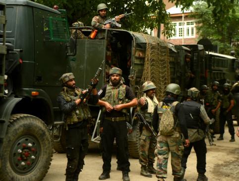 जम्मू-कश्मीर में सुरक्षाबलों, आतंकवादियों के बीच मुठभेड़