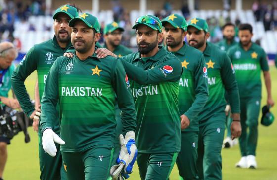 क्रिकेट कमेंट: होल्डिंग ने कहा, पाकिस्तान टीम के लिए घर से ज्यादा इंग्लैंड बेहतर