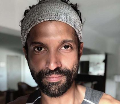 सुशांत के निधन पर फरहान ने लिखी कविता : मगरमच्छों को आंसू बहाने दो