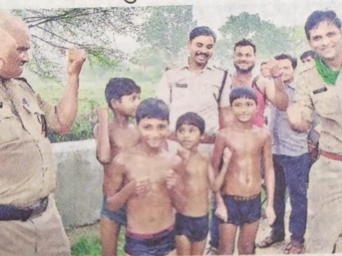 मछली पकडऩे गये चार मासूम बच्चे म्यार नदी में फंसे - होमगार्ड व पुलिस के जवानों ने सुरक्षित निकाला