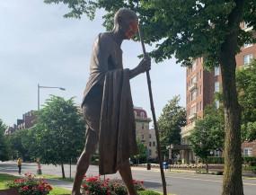 वाशिंगटन में क्षतिग्रस्त गांधी की प्रतिमा को किया जा रहा ठीक
