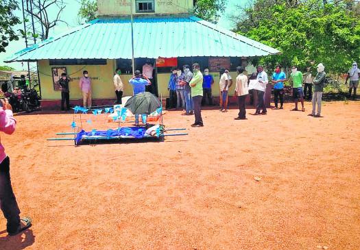 गोंदिया : अंतिम संस्कार के लिए लकड़ियां नहीं मिली तो शव लेकर वनविभाग पहुंच गये