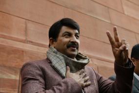 दिल्ली की स्वास्थ्य व्यवस्था लाचार : मनोज तिवारी
