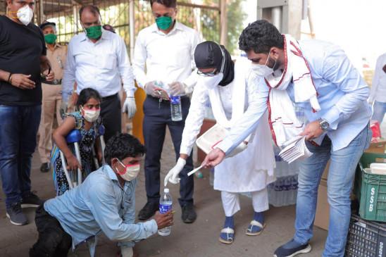 प्रियंका गांधी से मांगी मदद ,कांग्रेस नेताओं ने पहुंचाया घर