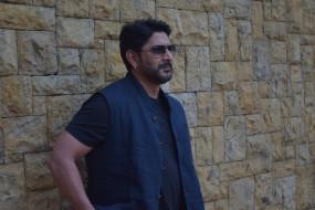 मैं अभिनय नहीं करने की पूरी कोशिश करता हूं : अरशद वारसी