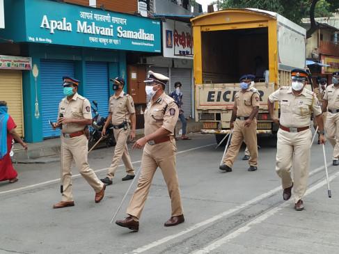 उत्तर मुंबई में कोरोना संक्रमण के बढ़ते मामलों को देखते हुए पुलिस ने बढ़ाई सख्ती, कई इलाकों में किया मार्च