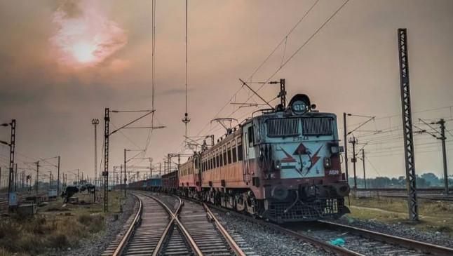 LAC conflict: भारतीय रेलवे ने चीन कंपनी के साथ रद्द किया 471 करोड़ का अनुबंध, BSNL ने बैन किए चीनी प्रोडक्ट्स