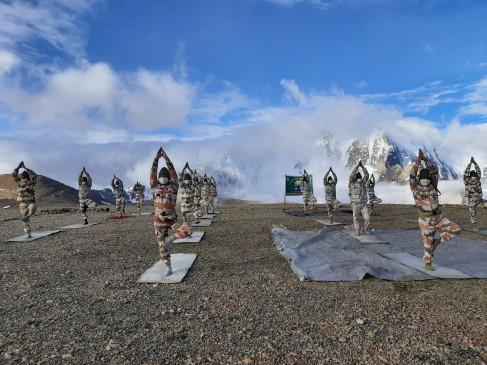 आईटीबीपी ने भारत-चीन सीमा पर 18,800 फीट पर योगाभ्यास किया