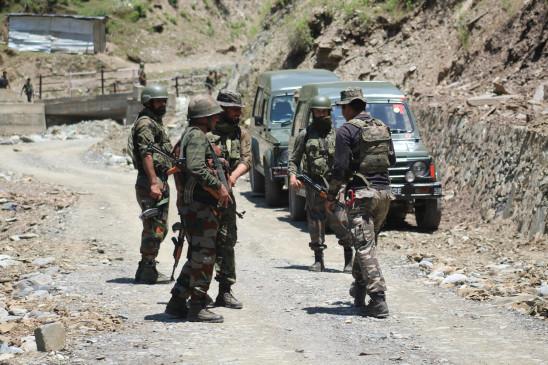 जम्मू-कश्मीर : पाकिस्तानी गोलाबारी में 3 नागरिक घायल