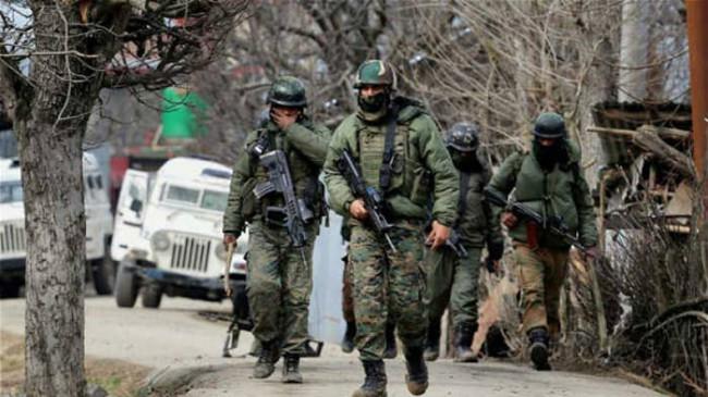 J&K: सोपोर में सुरक्षाबलों ने एक आतंकी को किया ढेर, बडगाम में लश्कर के 5 सहयोगी गिरफ्तार