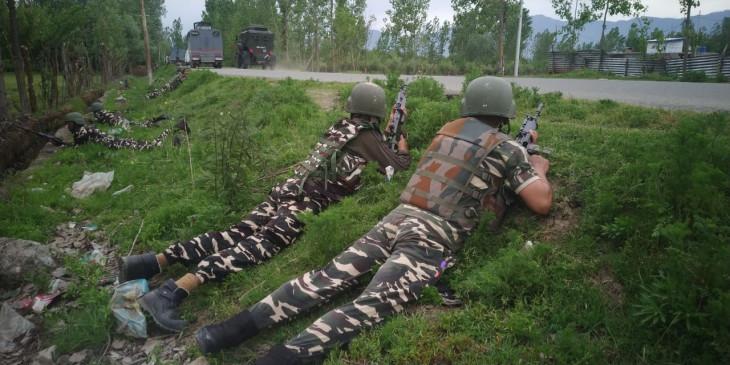 कश्मीर : मुठभेड़ में 5 आतकंवादी मारे गए (लीड-1)